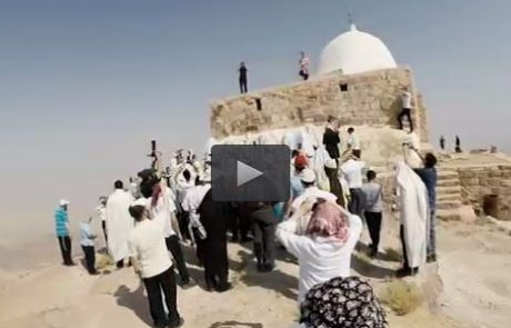סרטון וצילומים נדירים מהמסע להילולת אהרון הכהן בהר ההר שבפטרה ירדן עם מרכז שמים-אשירה 2016. בקרוב נסיעה נוספת…